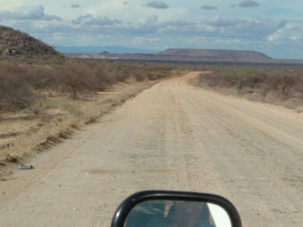 Strada-sterrata-piena-di-buche.jpg